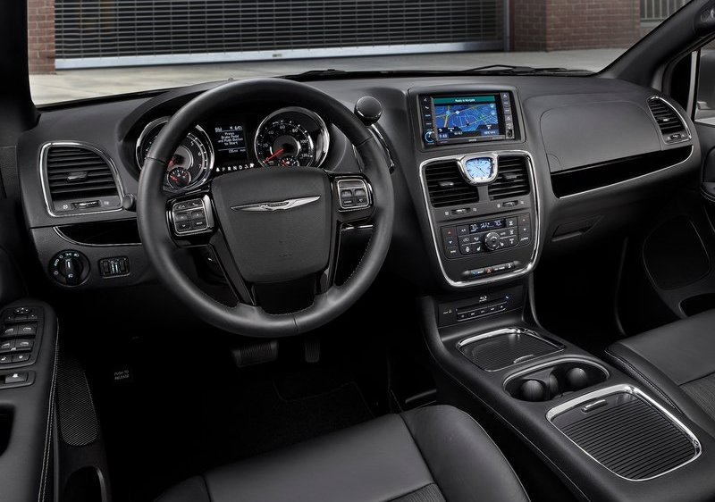 Chrysler Town & Country S Dashboard