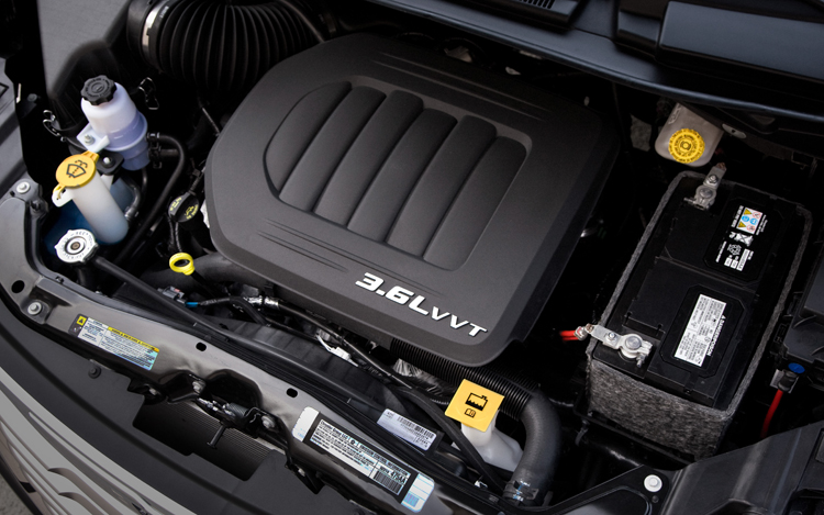 Chrysler Town & Country S Engine