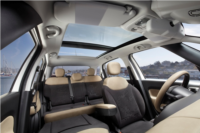 2013 Fiat 500L Panoramic Edition Interior
