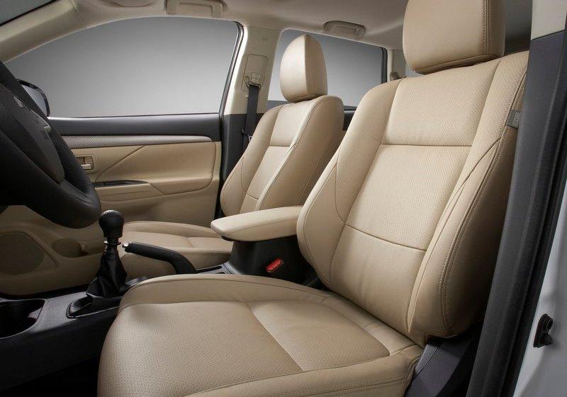 Mitsubishi Outlander Interior
