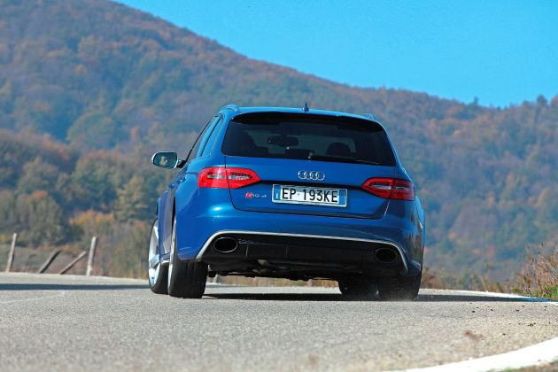 2013 Audi RS4 Avant Rear View