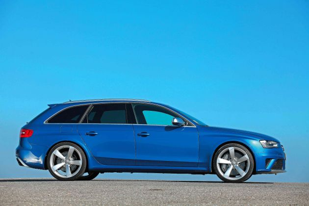 2013 Audi RS4 Avant Side View