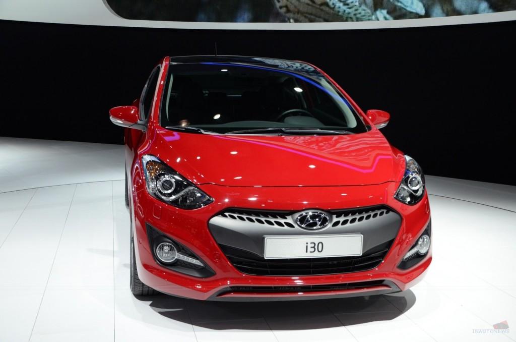 2013 Hyundai i30 3-door at Paris Motor Show Front View