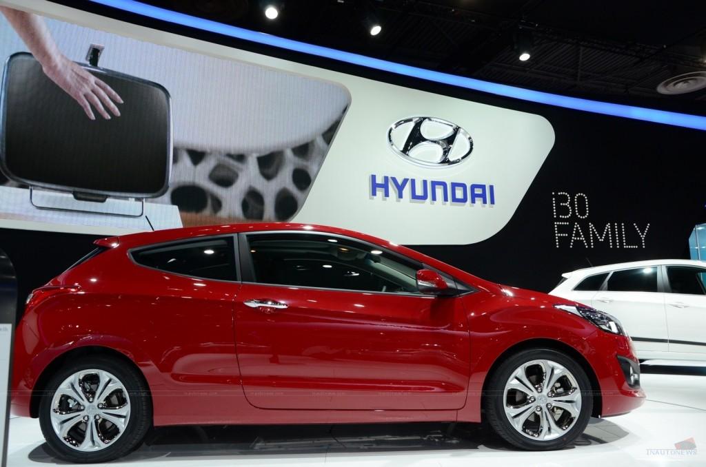 2013 Hyundai i30 3-door at Paris Motor Show Side View