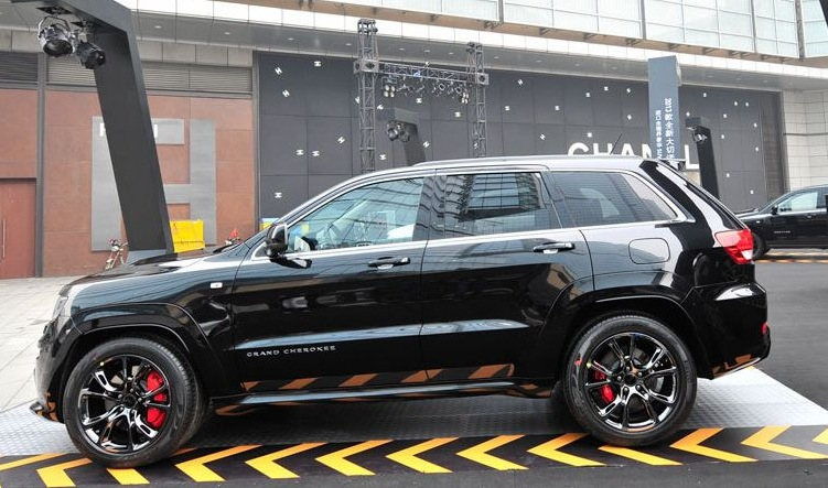 2013 Jeep Grand Cherokee SRT8 Hyun Black Edition Side View