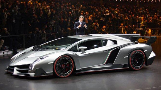 2013 Lamborghini Veneno Side View