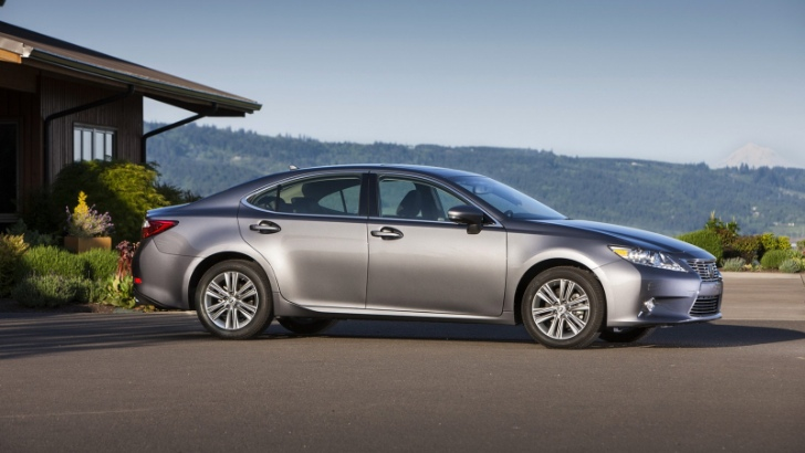 2013 Lexus ES Hybrid Side View
