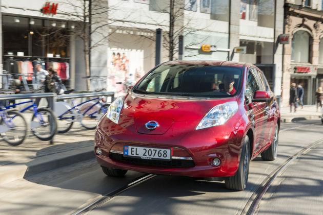 2013 Nissan Leaf Front View Copy