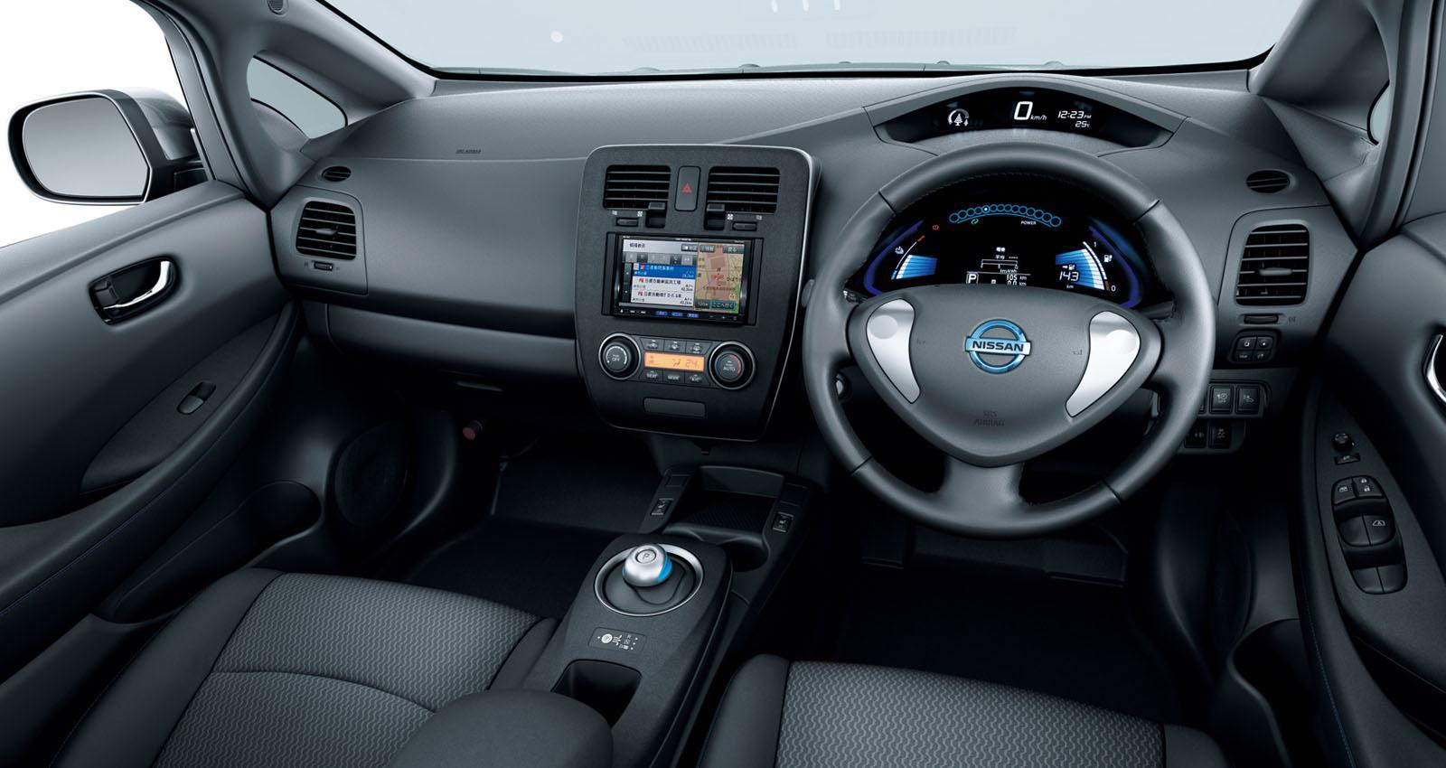 2013 Nissan Leaf interior view