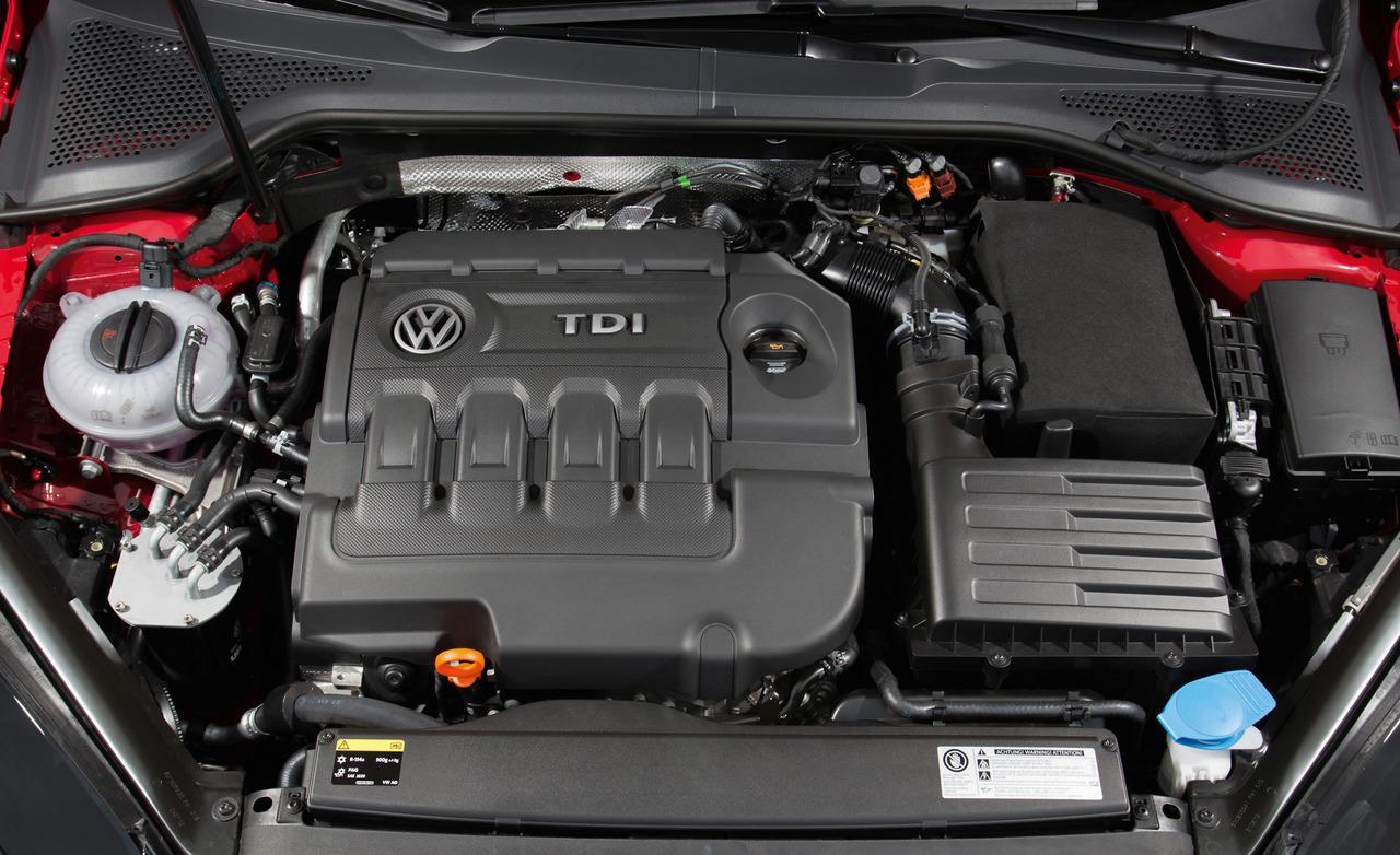 2013 Volkswagen Golf 2.0 TDI Engine View