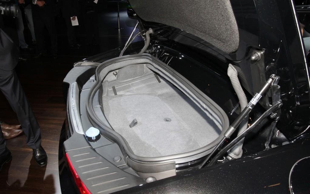 2014 Jaguar F-Type trunk View