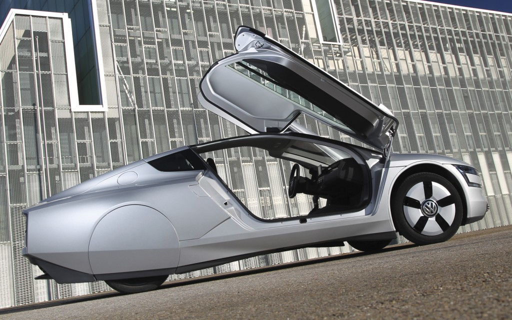2014 Volkswagen XL1 side view open doors