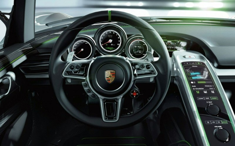 2013 Porsche 918 Spyder Dashboard View